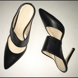 BANANA REPUBLIC black leather heels.